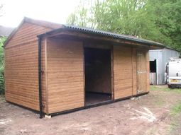 Part Enclosed Field Shelter with Adjoining Tack Room