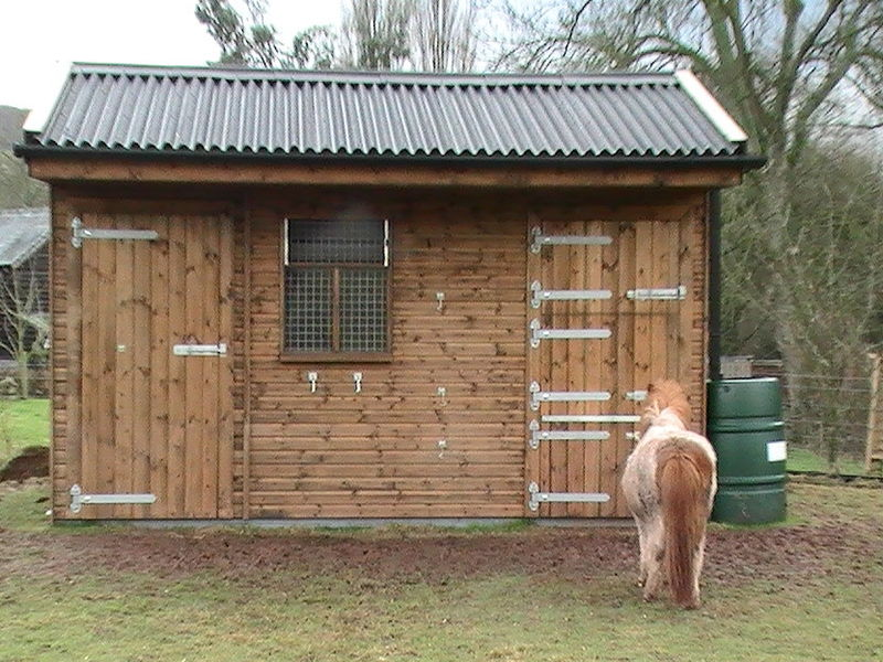 Compact Pony Stable with Adjoining Tack Room  image #2