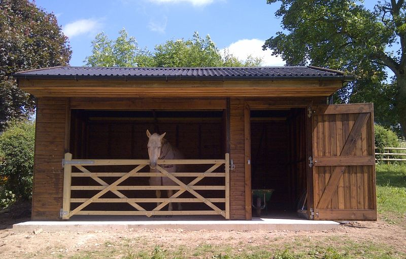 Open Fronted Field Shelter With Gate and Adjoining Tack Room image #3